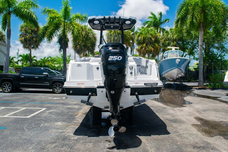 Thumbnail 6 for Used 2018 Blackfin 212CC Center Console boat for sale in West Palm Beach, FL
