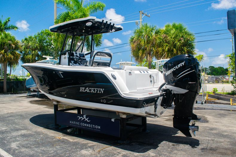 Thumbnail 5 for Used 2018 Blackfin 212CC Center Console boat for sale in West Palm Beach, FL