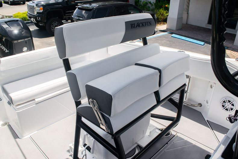 Thumbnail 19 for Used 2018 Blackfin 212CC Center Console boat for sale in West Palm Beach, FL
