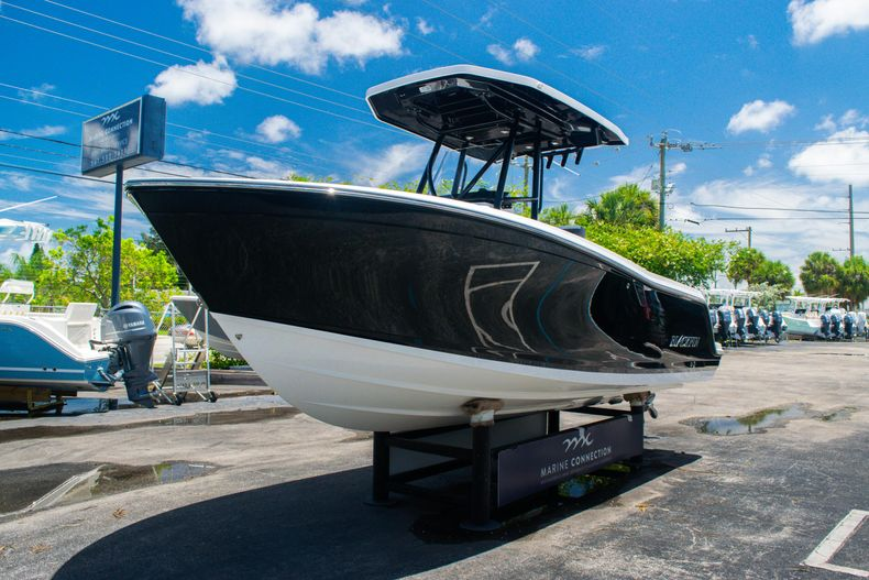 Thumbnail 3 for Used 2018 Blackfin 212CC Center Console boat for sale in West Palm Beach, FL