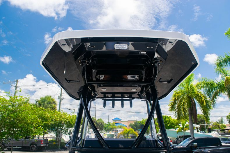 Thumbnail 35 for Used 2018 Blackfin 212CC Center Console boat for sale in West Palm Beach, FL