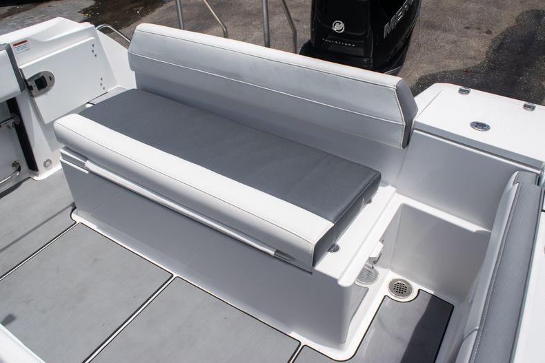 Thumbnail 13 for Used 2018 Blackfin 212CC Center Console boat for sale in West Palm Beach, FL