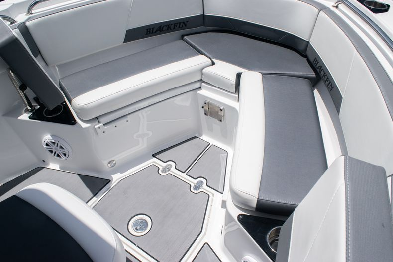 Thumbnail 37 for Used 2018 Blackfin 212CC Center Console boat for sale in West Palm Beach, FL