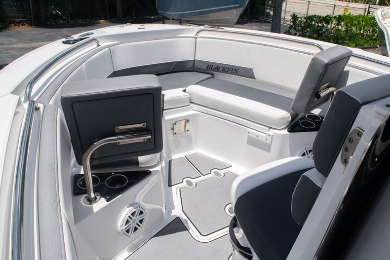 Thumbnail 33 for Used 2018 Blackfin 212CC Center Console boat for sale in West Palm Beach, FL