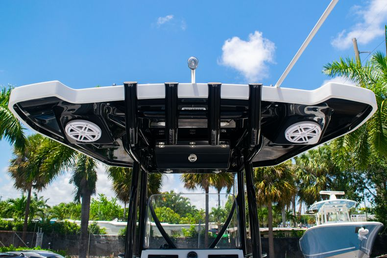 Thumbnail 17 for Used 2018 Blackfin 212CC Center Console boat for sale in West Palm Beach, FL