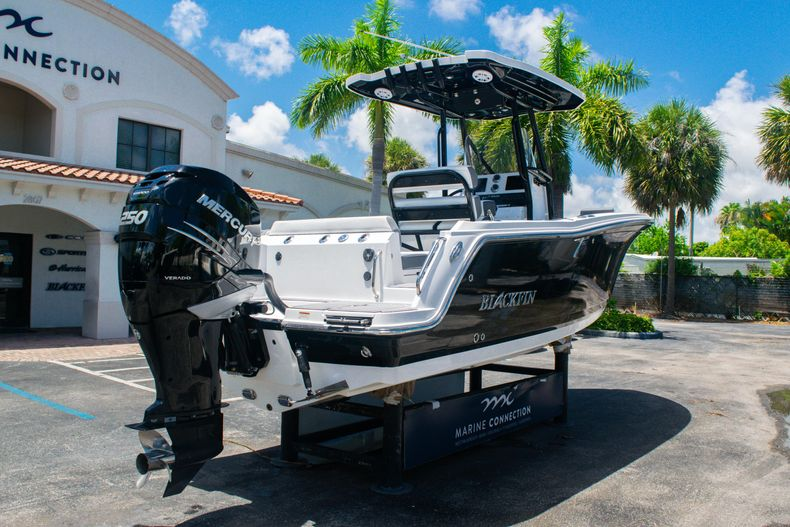 Thumbnail 7 for Used 2018 Blackfin 212CC Center Console boat for sale in West Palm Beach, FL