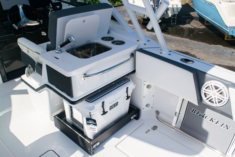 Thumbnail 24 for New 2020 Blackfin 242DC boat for sale in Fort Lauderdale, FL