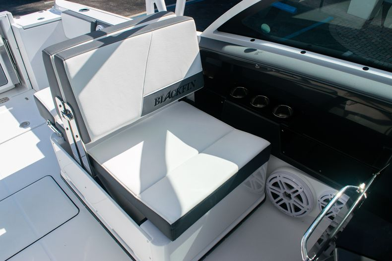 Thumbnail 26 for New 2020 Blackfin 242DC boat for sale in Fort Lauderdale, FL