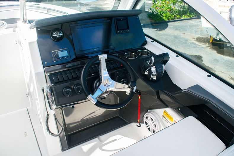 Thumbnail 36 for New 2020 Blackfin 242DC boat for sale in Fort Lauderdale, FL