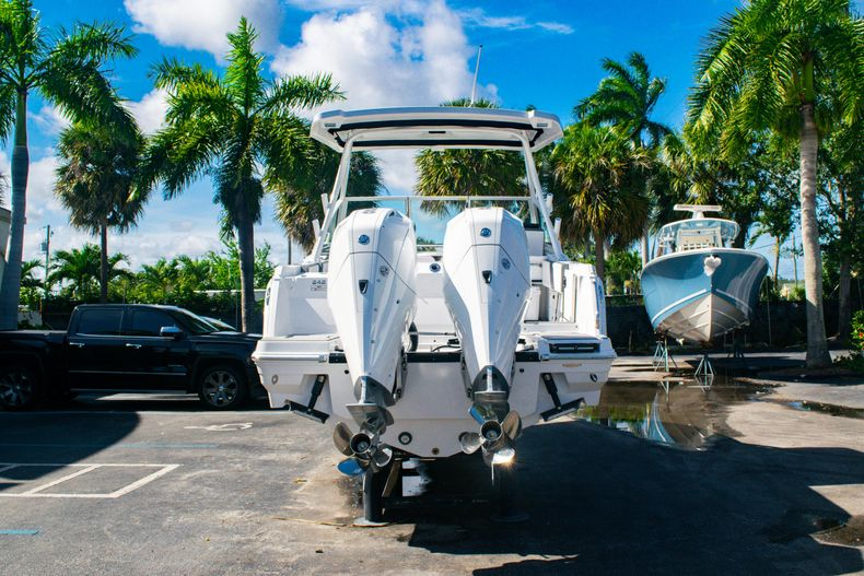Thumbnail 6 for New 2020 Blackfin 242DC boat for sale in Fort Lauderdale, FL