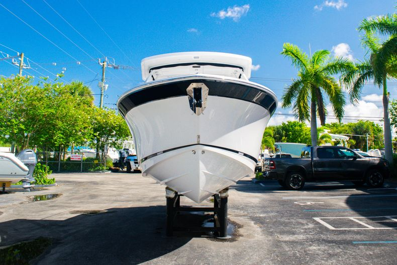 Thumbnail 2 for New 2020 Blackfin 242DC boat for sale in Fort Lauderdale, FL
