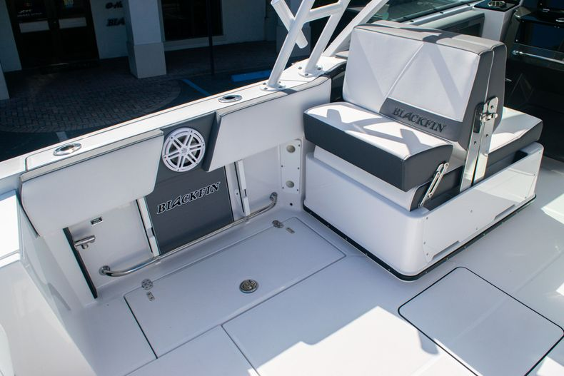 Thumbnail 18 for New 2020 Blackfin 242DC boat for sale in Fort Lauderdale, FL