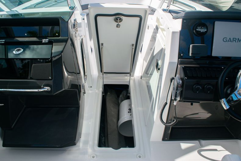 Thumbnail 33 for New 2020 Blackfin 242DC boat for sale in Fort Lauderdale, FL