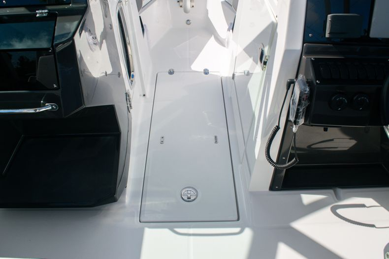 Thumbnail 32 for New 2020 Blackfin 242DC boat for sale in Fort Lauderdale, FL