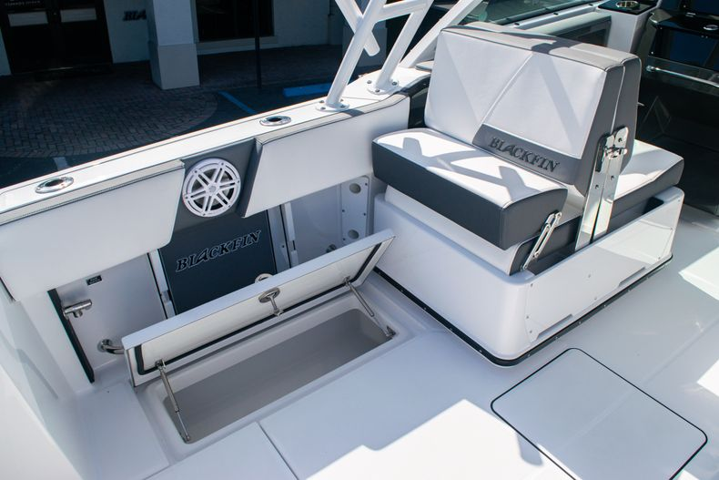 Thumbnail 19 for New 2020 Blackfin 242DC boat for sale in Fort Lauderdale, FL