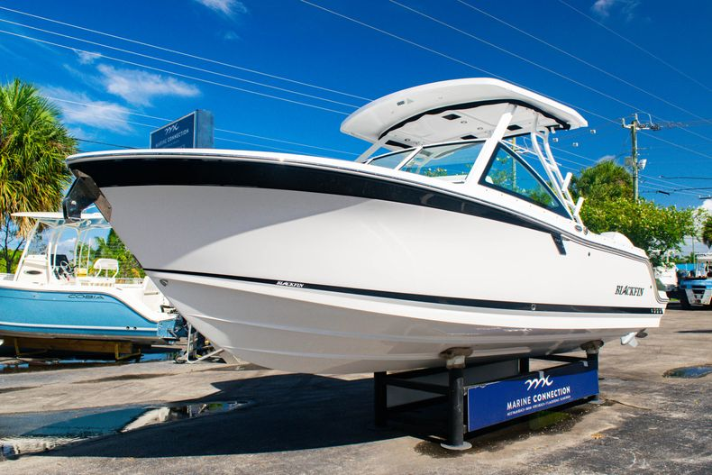 Thumbnail 3 for New 2020 Blackfin 242DC boat for sale in Fort Lauderdale, FL