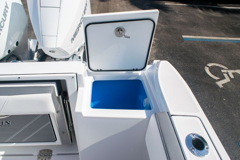 Thumbnail 15 for New 2020 Blackfin 242DC boat for sale in Fort Lauderdale, FL