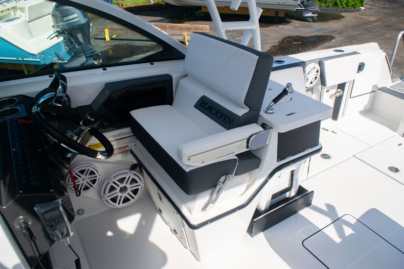 Thumbnail 34 for New 2020 Blackfin 242DC boat for sale in Fort Lauderdale, FL