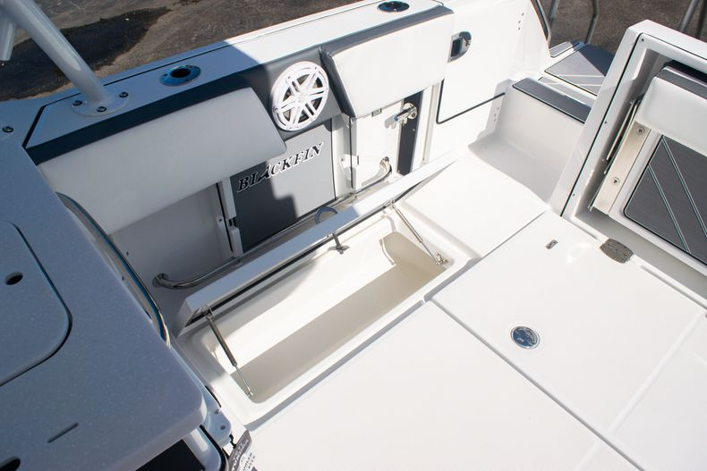 Thumbnail 22 for New 2020 Blackfin 242DC boat for sale in Fort Lauderdale, FL