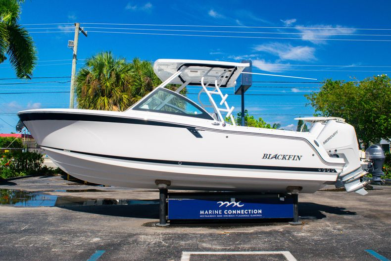 Thumbnail 4 for New 2020 Blackfin 242DC boat for sale in Fort Lauderdale, FL