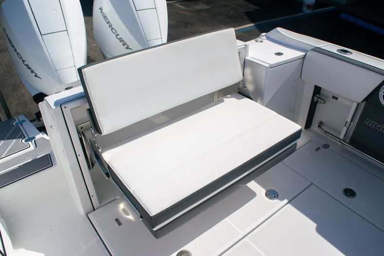 Thumbnail 11 for New 2020 Blackfin 242DC boat for sale in Fort Lauderdale, FL