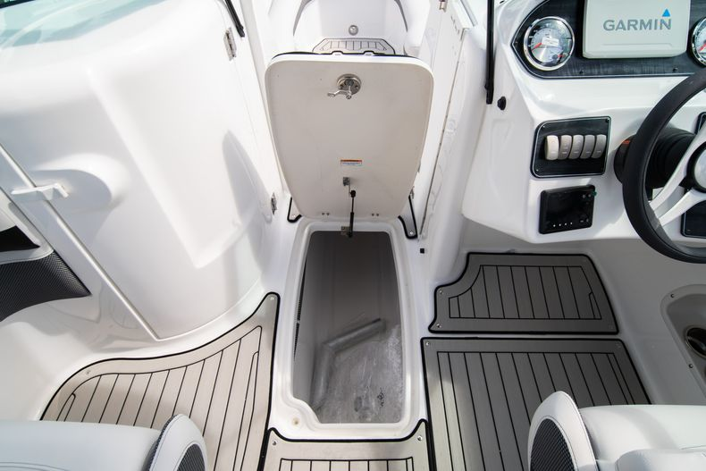 Thumbnail 20 for New 2020 Hurricane SD 2400 OB boat for sale in West Palm Beach, FL