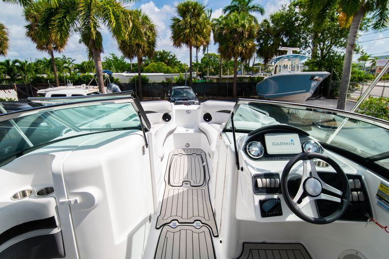 Thumbnail 21 for New 2020 Hurricane SD 2400 OB boat for sale in West Palm Beach, FL