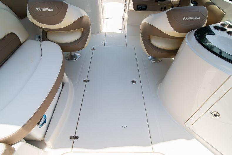 Thumbnail 22 for Used 2015 Southwind 2600SD Sportdeck boat for sale in West Palm Beach, FL