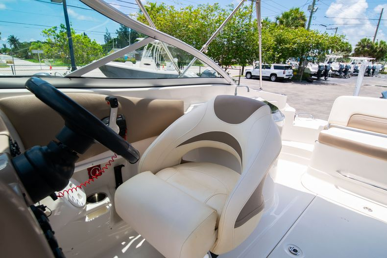 Thumbnail 37 for Used 2015 Southwind 2600SD Sportdeck boat for sale in West Palm Beach, FL