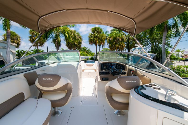 Thumbnail 15 for Used 2015 Southwind 2600SD Sportdeck boat for sale in West Palm Beach, FL