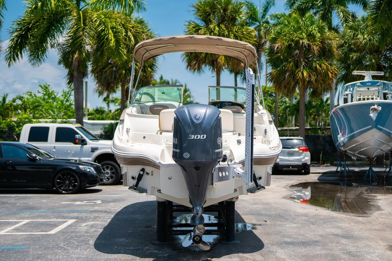 Thumbnail 9 for Used 2015 Southwind 2600SD Sportdeck boat for sale in West Palm Beach, FL