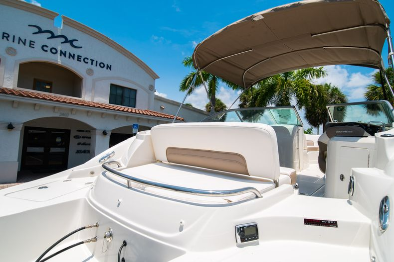 Thumbnail 13 for Used 2015 Southwind 2600SD Sportdeck boat for sale in West Palm Beach, FL