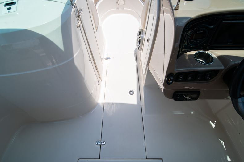 Thumbnail 34 for Used 2015 Southwind 2600SD Sportdeck boat for sale in West Palm Beach, FL