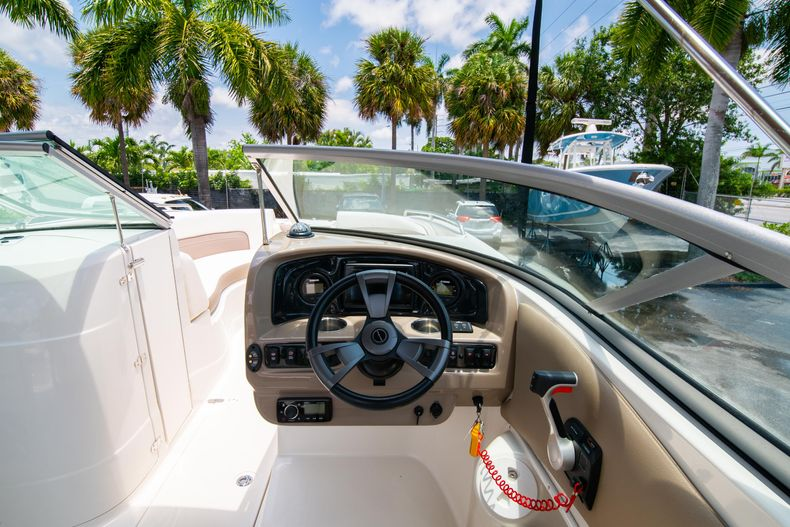 Thumbnail 24 for Used 2015 Southwind 2600SD Sportdeck boat for sale in West Palm Beach, FL