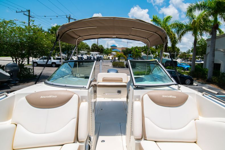 Thumbnail 47 for Used 2015 Southwind 2600SD Sportdeck boat for sale in West Palm Beach, FL