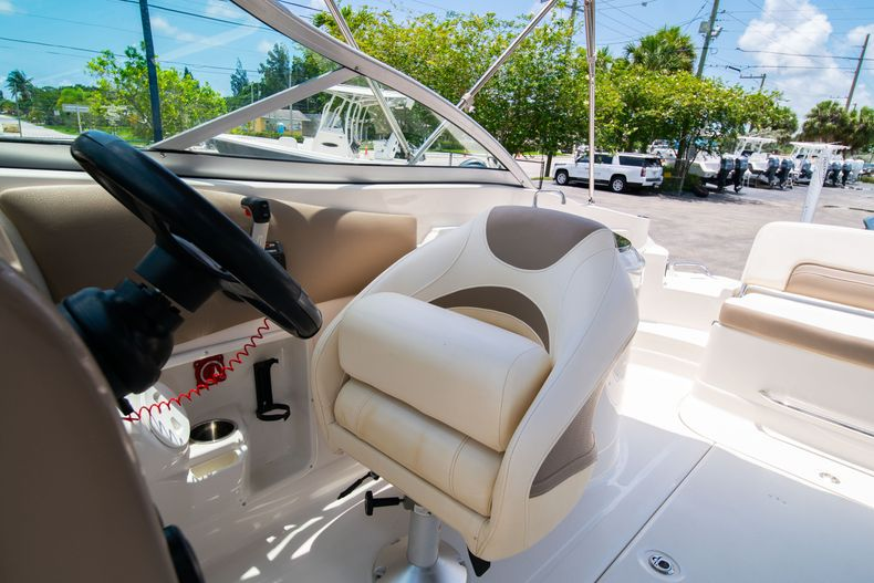Thumbnail 36 for Used 2015 Southwind 2600SD Sportdeck boat for sale in West Palm Beach, FL