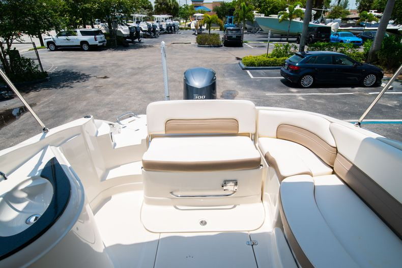 Thumbnail 19 for Used 2015 Southwind 2600SD Sportdeck boat for sale in West Palm Beach, FL
