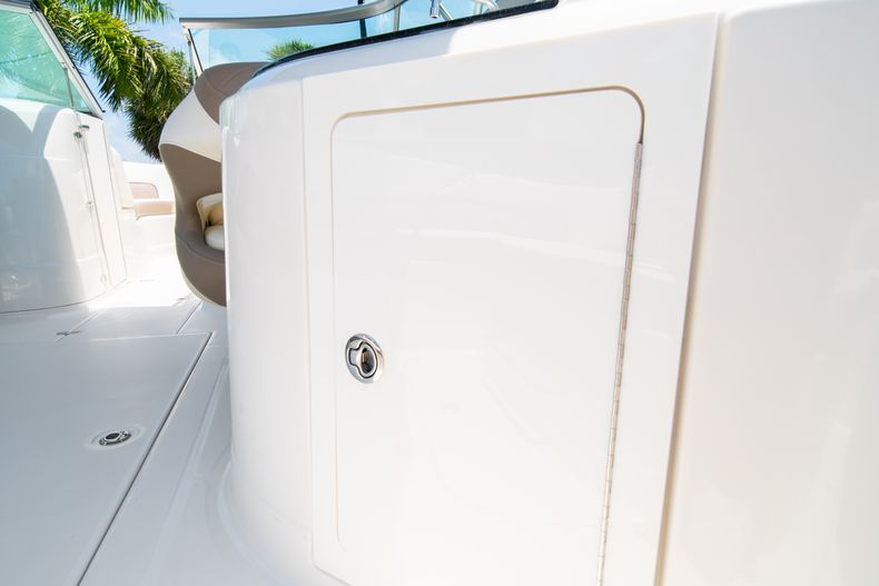 Thumbnail 17 for Used 2015 Southwind 2600SD Sportdeck boat for sale in West Palm Beach, FL