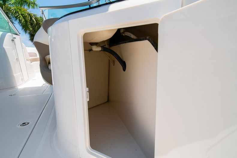 Thumbnail 18 for Used 2015 Southwind 2600SD Sportdeck boat for sale in West Palm Beach, FL