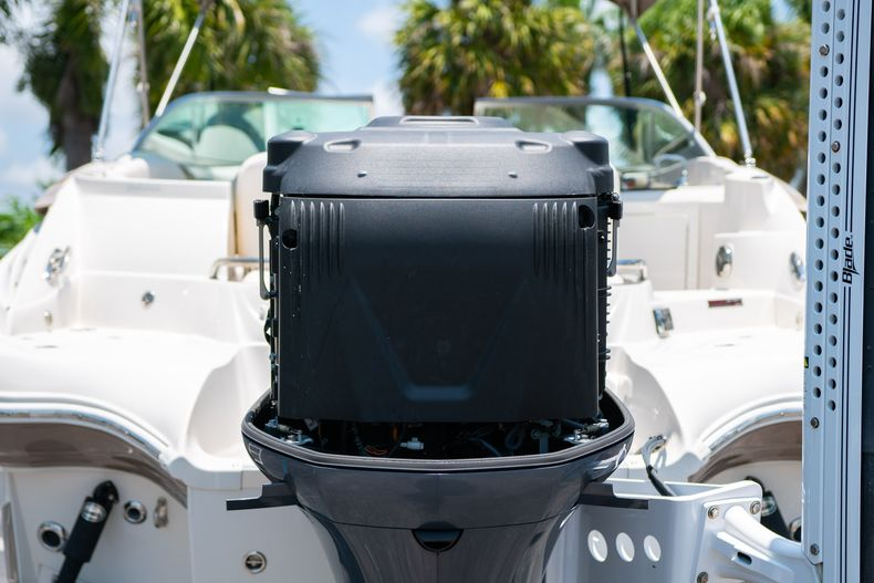 Thumbnail 51 for Used 2015 Southwind 2600SD Sportdeck boat for sale in West Palm Beach, FL