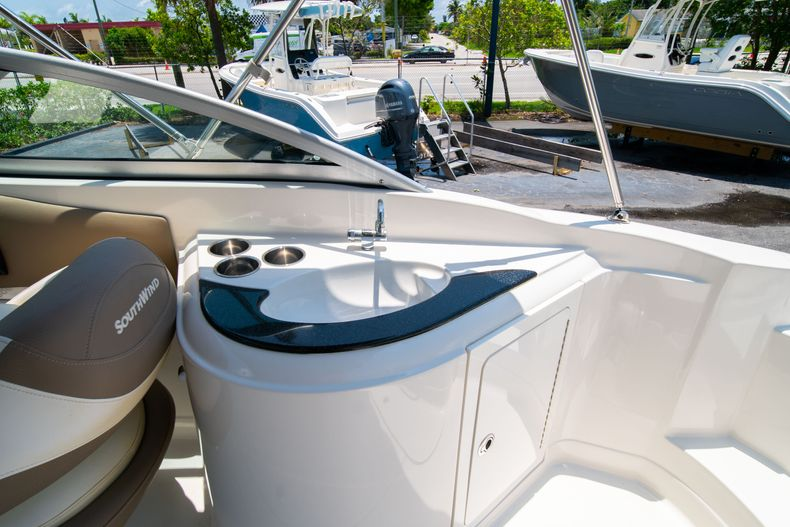 Thumbnail 16 for Used 2015 Southwind 2600SD Sportdeck boat for sale in West Palm Beach, FL
