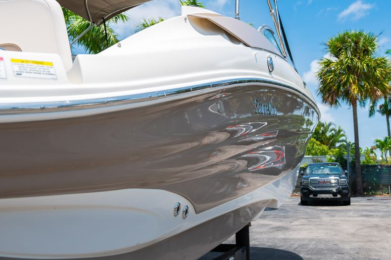 Thumbnail 11 for Used 2015 Southwind 2600SD Sportdeck boat for sale in West Palm Beach, FL