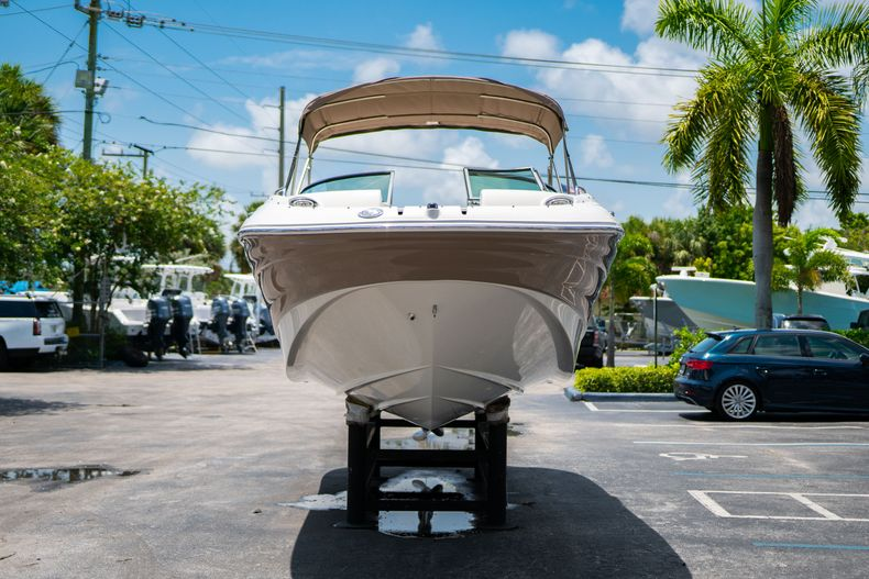 Thumbnail 3 for Used 2015 Southwind 2600SD Sportdeck boat for sale in West Palm Beach, FL