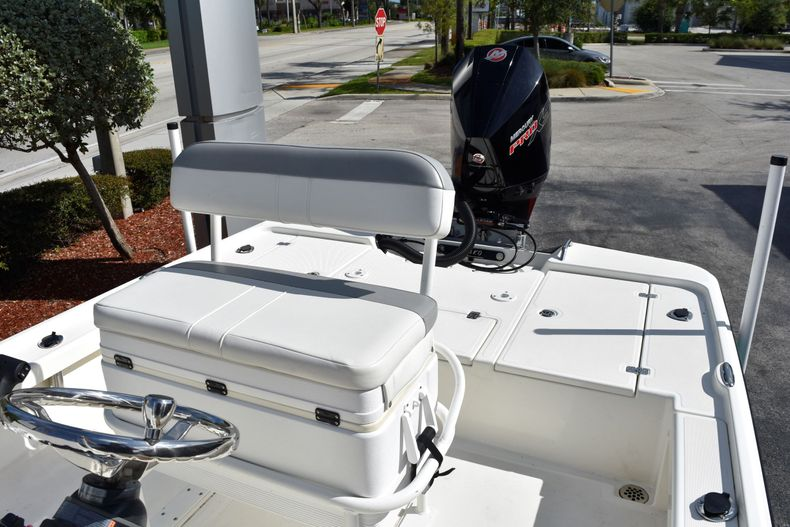 Thumbnail 18 for Used 2019 Mako 21 LTS boat for sale in Vero Beach, FL