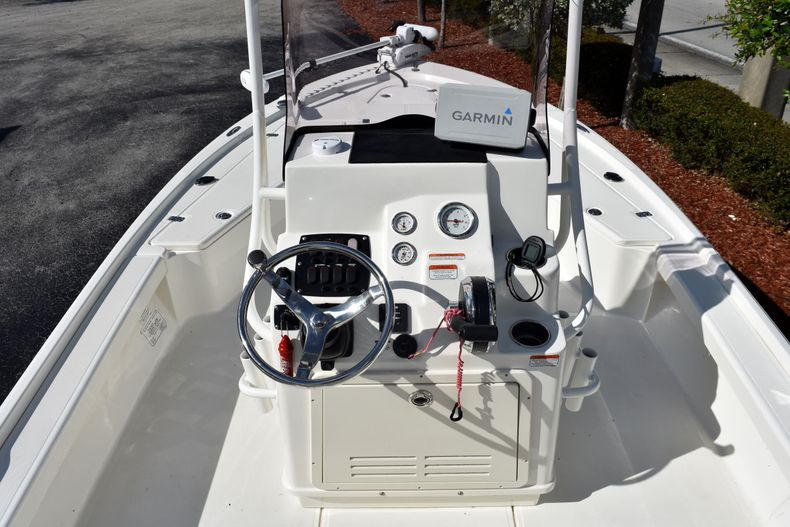 Thumbnail 12 for Used 2019 Mako 21 LTS boat for sale in Vero Beach, FL