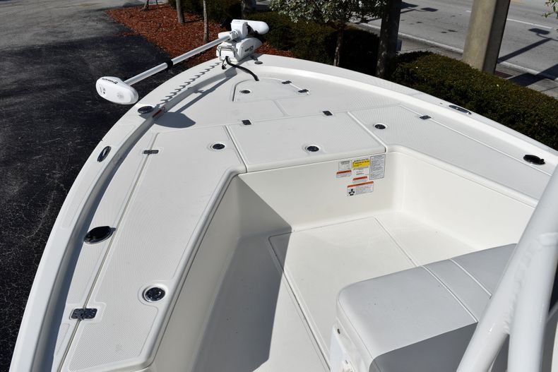 Thumbnail 13 for Used 2019 Mako 21 LTS boat for sale in Vero Beach, FL