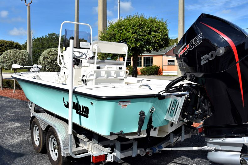 Thumbnail 4 for Used 2019 Mako 21 LTS boat for sale in Vero Beach, FL