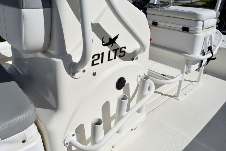 Thumbnail 17 for Used 2019 Mako 21 LTS boat for sale in Vero Beach, FL