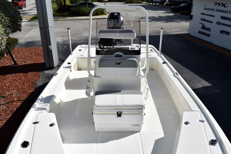 Thumbnail 14 for Used 2019 Mako 21 LTS boat for sale in Vero Beach, FL
