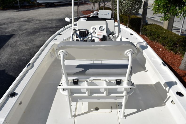 Thumbnail 11 for Used 2019 Mako 21 LTS boat for sale in Vero Beach, FL